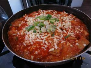 떡볶이(Ddeokbokki)-Spicy Rice Cakes