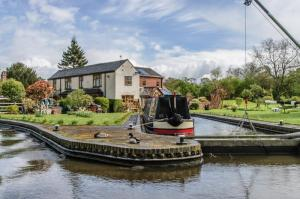 Hire a canal boat in theUnited Kingdom on the Trent and Mersey Canal