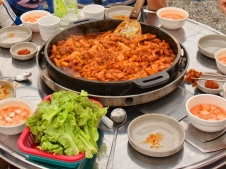 Eating the famous Dakgalbi in Chuncheon Dakgalbi Street